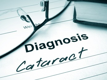 Diagnosis list with Cataract and glasses.